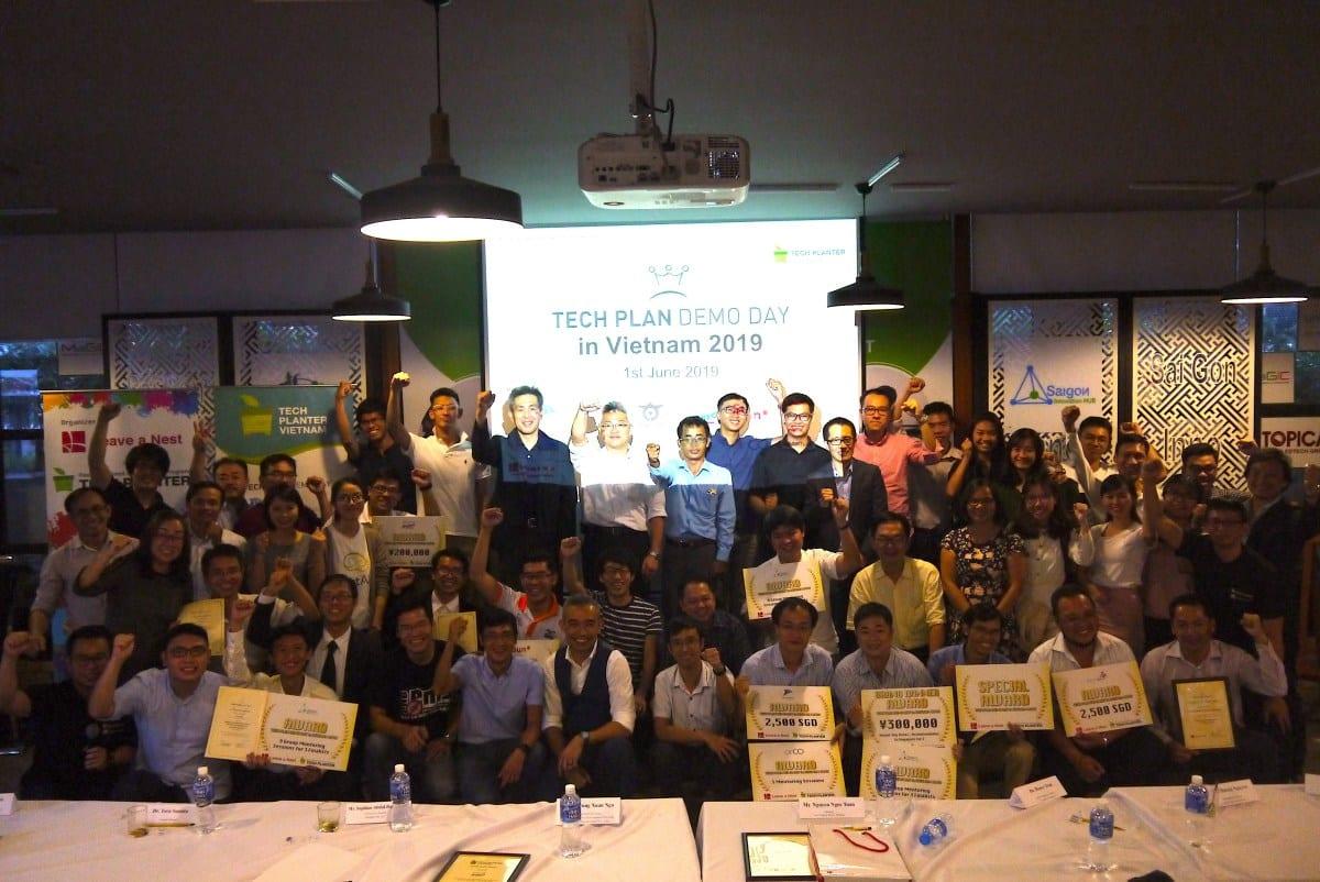 Advance Materials for Environment team won the Grand Winner award of TECH PLAN DEMO DAY in VIETNAM 2019